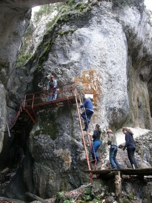 A Hétlétrás-vízesés bejáratánál