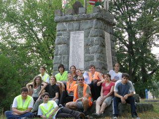 Tisztelgés Kóspallagon a világháborús emlékműnél