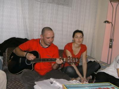 Frici bácsi zenél