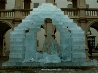 Jégszobrászat a Városháza udvarán