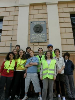 Széchenyi emléktáblája előtt Ipolyságon