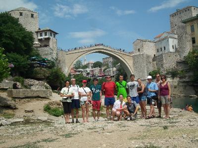 Mostarban, az Öreg-híd alatt
